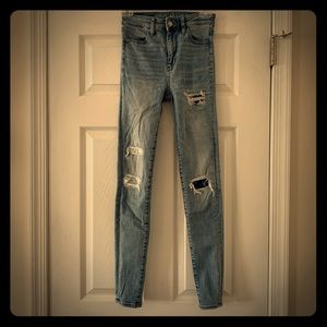 Distressed Light Wash American Eagle Jeggings